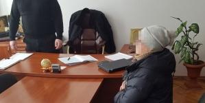 Громадянка Росії, яка торгувала самогоном у Житомирі, намагалася дати хабар поліцейському