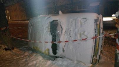 У центрі Житомира невідомі жартівники перевернули автомобіль