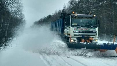 Сніжний березень: дорожники області кажуть, що всю ніч боролися з негодою