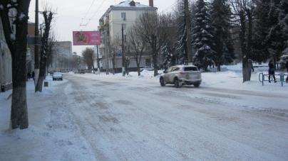 Перший день весни: у Житомирі 20 см снігу