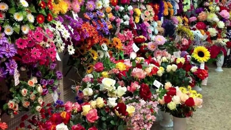 Міська рада просить житомирян не купувати пластикові квіти та вінки