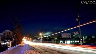 У Малині через довший день вирішили продовжити роботу вуличного освітлення