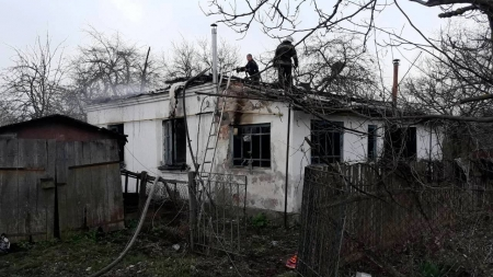 Житель Малина намагався вибратися з вогню через вікно. Рятувальники знайшли його тіло