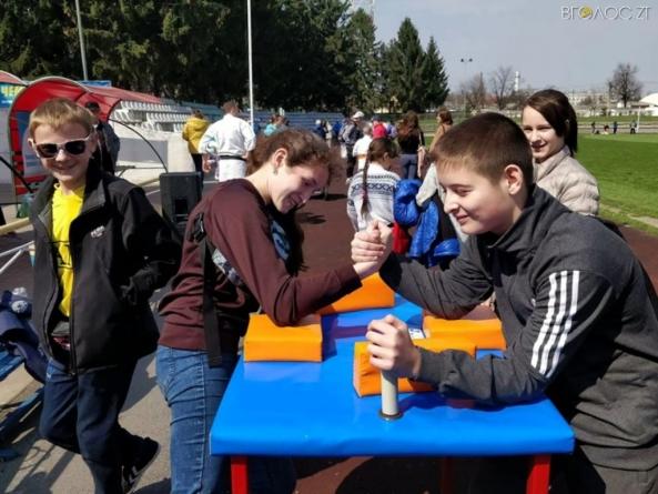 У Новограді відбувся спортивний марафон. Бігли 200 учасників (ФОТО)