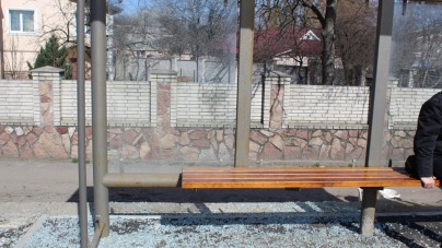 Нова зупинка на Мар'янівці кілька тижнів була устелена склом