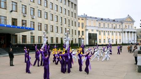 """""""Космічні"""" танці, покладання квітів та урочиста хода: житомиряни відзначили Всесвітній день космонавтики"""