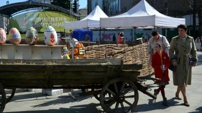 На Михайлівській прибрали сміття, яке накопичилося за три дні святкувань