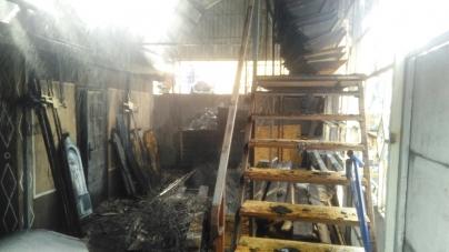 Горіли вінки, квіти, домовини… Пожежа у лугинському магазині ритуальних послуг