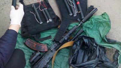 Автомат Калашнікова, боєприпаси, димові шашки: у поліції розповілі, яку зброю добровільно здають жителі області