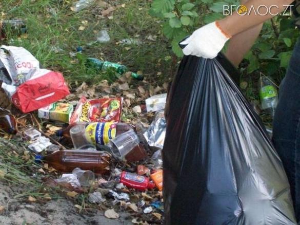 Житомиряни вимагають у міськради прибрати сміття на вулиці Промисловій