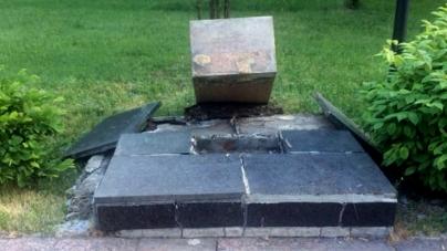 У Малині зруйнували п'єдестал та викрали бюст Героя Радянського Союзу, – міськрада