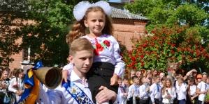 Як учні Житомирської школи № 8 святкували останній дзвінок (ФОТО)