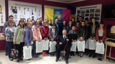 Виховання патріотизму: школярі з Коростенського району відвідали музей у Києві