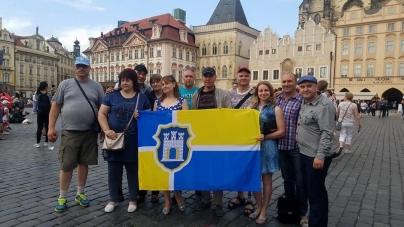 Учасники АТО з Житомира розгорнули український прапор у Кракові та Празі