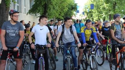 «Велодень»: більше тисячі житомирян проїхали вулицями Житомира на велосипедах