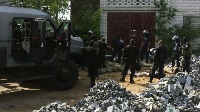 30 чоловіків зі зброєю затримали на підприємстві у Черняхівському районі