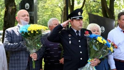 У Житомирі у День пам'яті та примирення вшанували загиблих у всіх війнах (ФОТО)