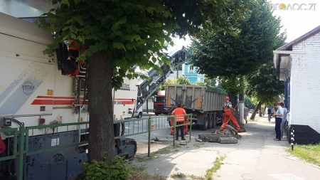Через ремонт дороги ускладнений рух транспорту по вулиці Перемоги