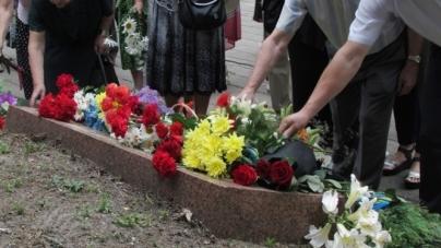 Біля пам'ятного знаку «Жертвам фашизму» житомиряни вшанували пам'ять загиблих в роки війни