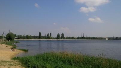 Жителям Малина не радять купатися у місцевій річці