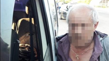 Депутат однієї з сільських рад на Житомирщині із спільниками виготовляв та збував наркотики