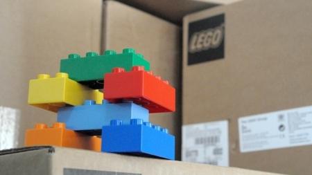 Житомирщина для першокласників отримала дві вантажівки конструкторів LEGO