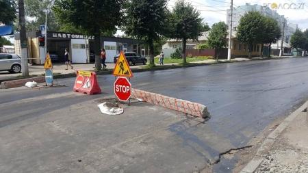 У Житомирі третій день поспіль ремонтують вулицю Перемоги (ФОТО)
