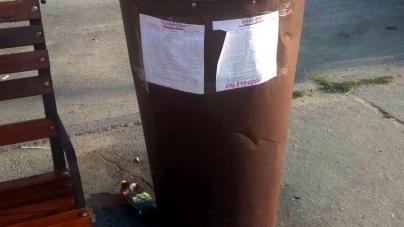 У Коростишеві з розкладом руху автобусів можна ознайомитися… на урнах для сміття (ФОТОФАКТ)