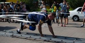 Житомирянин встановив рекорд України з тяги пожежних автомобілів (ФОТО)