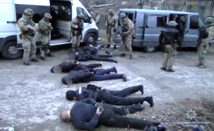 """Судитимуть банду """"фейкових"""" поліцейських, які торік напали під Бердичевом на підприємців"""