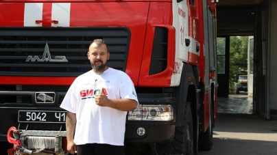 Житомирянин хоче встановити рекорд України, протягнувши на максимальну відстань пожежне авто