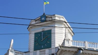 У міській раді пояснили, чому на будівлі мерії зупинився годинник