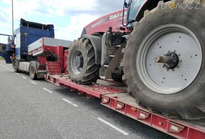На Житомирщині оштрафували на 1000 євро власника фури, яка везла до Львова трактори