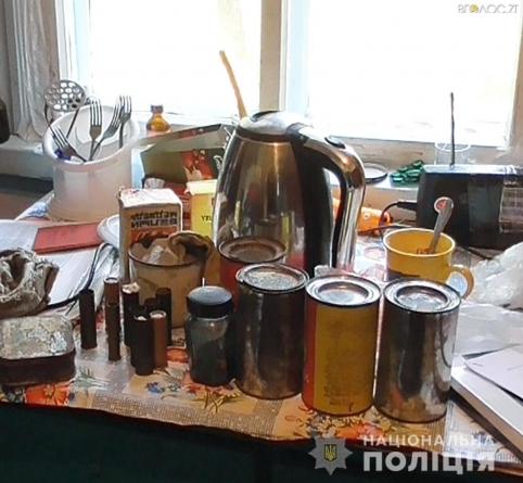 У Коростишівському районі поліцейські у будинку селянки виявили наркотики та боєприпаси