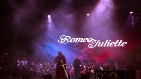 «Культурна версія» до Дня міста: житомиряни побачили музично-вокальне шоу «5 мюзиклів про кохання»