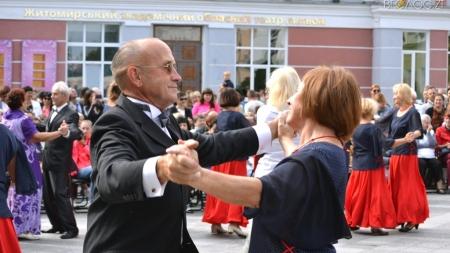 На Михайлівській просто неба влаштували танці у стилі «ретро» (ФОТО)