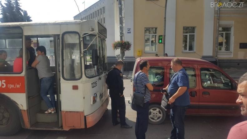Біля міської ради у Житомирі сталася ДТП, – очевидці