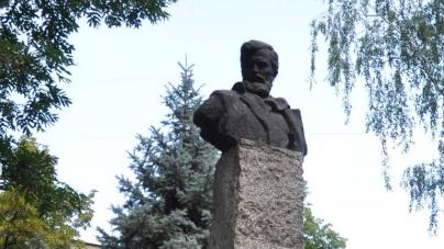 Громадянин Білорусі просить передати йому демонтований пам'ятник Шелушкову