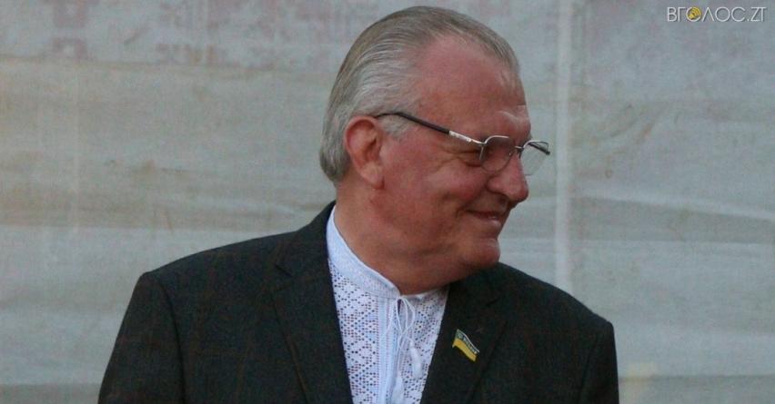 Міський голова Новограда «похвалився» на сайті мерії вітальною листівкою від Порошенка