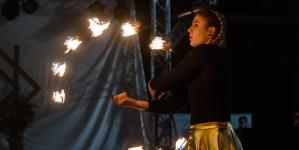Фаєр-шоу від студії вогню «Дім Сонця» завершило святкування Дня захисника України, Дня козацтва та свята Покрови у Житомирі