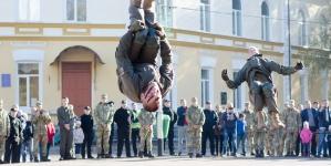 Виставка військової техніки, козацький куліш, показові бої – День захисника України у Житомирі (ФОТО)