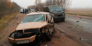 Під Черняховом зіштовхнулись три автомобіля: у салоні одного з них було немовля
