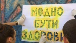 Поліцейські зафарбували наркотичну рекламу на житлових будинках Житомира