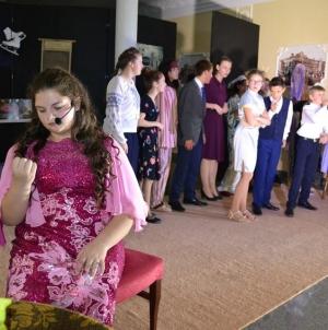 """У бердичівському театрі юні артисти влаштували """"квартирник"""""""