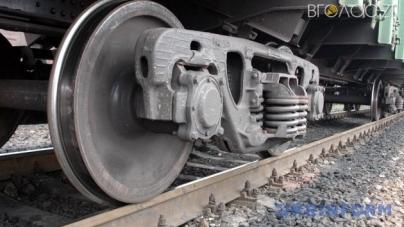 На півночі області потяг зіштовхнувся з автомобілем. Водій вантажівки загинув