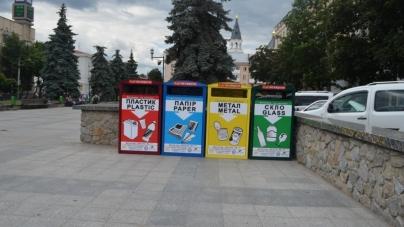 У Житомирській міськраді кажуть, що нікому вивозити баки «Житомир — не смітник»