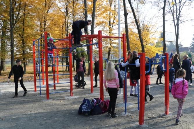 На Мар'янівці майже за мільйон звели спортивно-ігровий майданчик (ФОТО)
