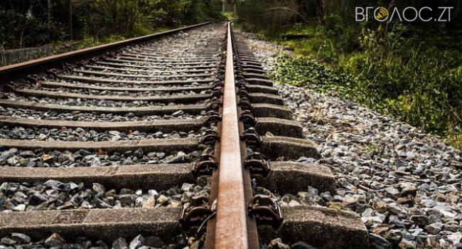 У Бердичеві вантажний потяг збив на смерть чоловіка, поліція розпочала розслідування