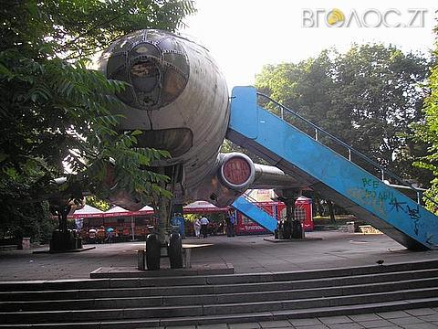 Житомиряни просять міськраду з'ясувати, куди поділися гроші на реконструкцію літака у парку