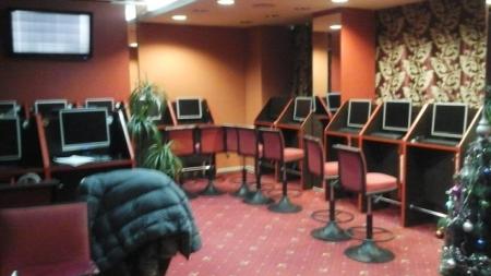 У Бердичеві правоохоронці вилучили 37 комп'ютерів та понад 22 тисячі гривень в нелегальному гральному закладі